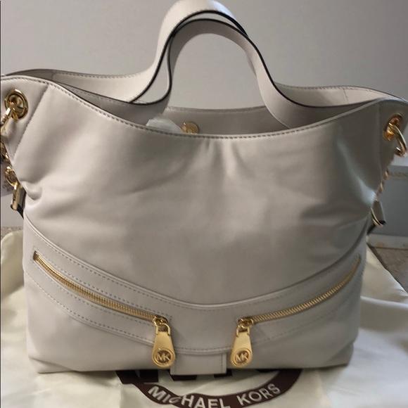 5a346e68c7fe Michael Kors Bags | New Jamesport Lg Shoulder Tote | Poshmark